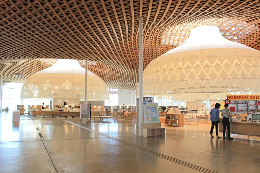 岐阜市立図書館がある「ぎふメディアコスモス」の内観