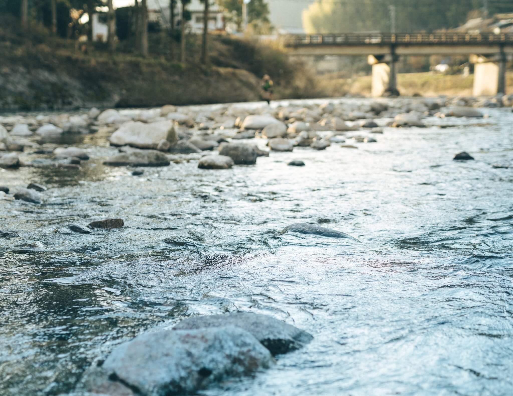根羽村に流れ込む矢作川