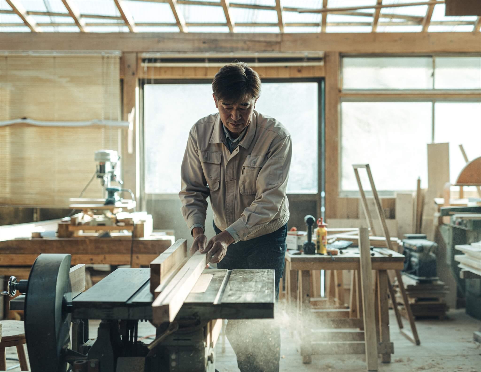 根羽村森林組合で木工を担当する小野さん