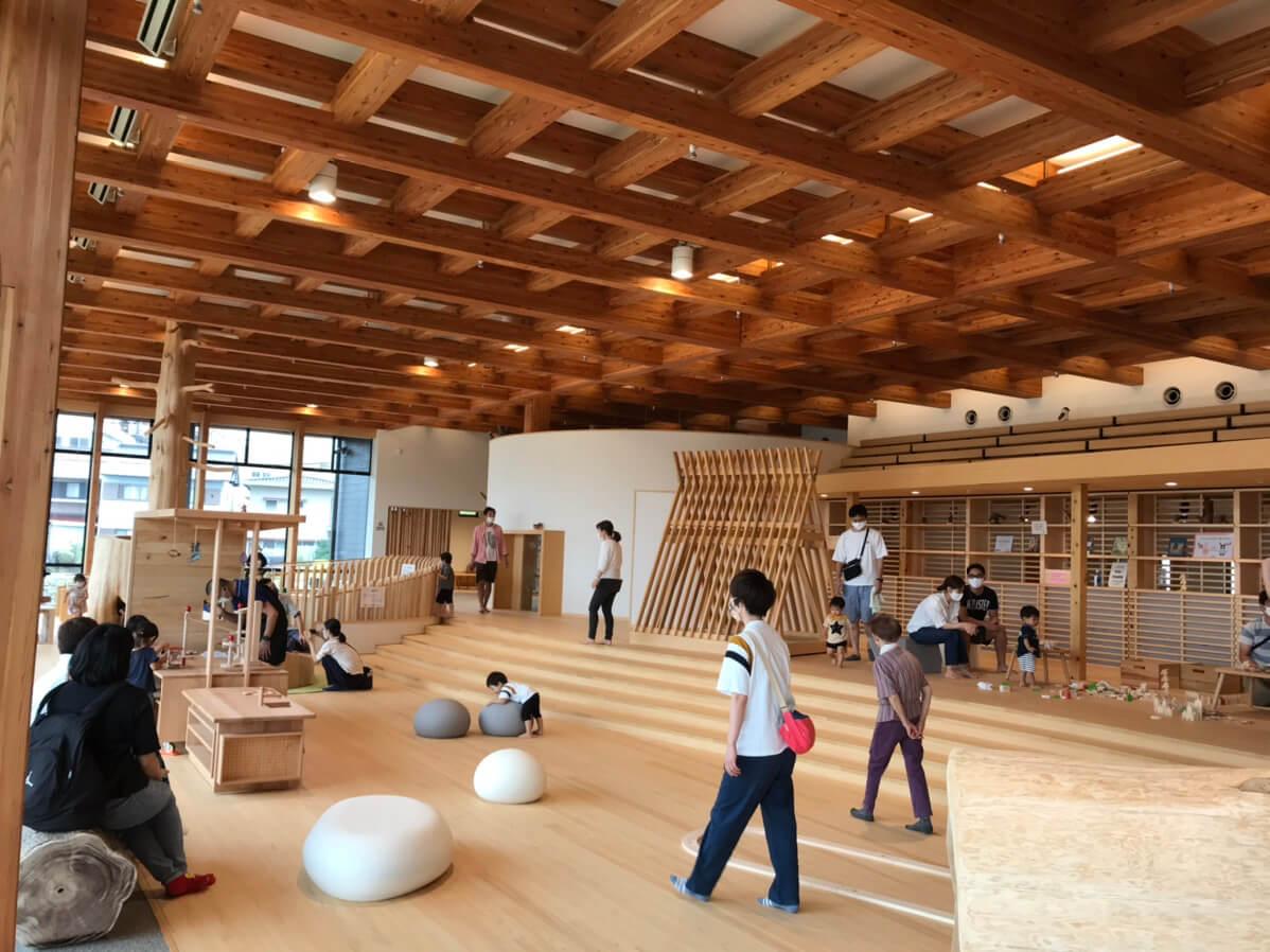 岐阜県が運営する木育施設「木遊館」内の様子