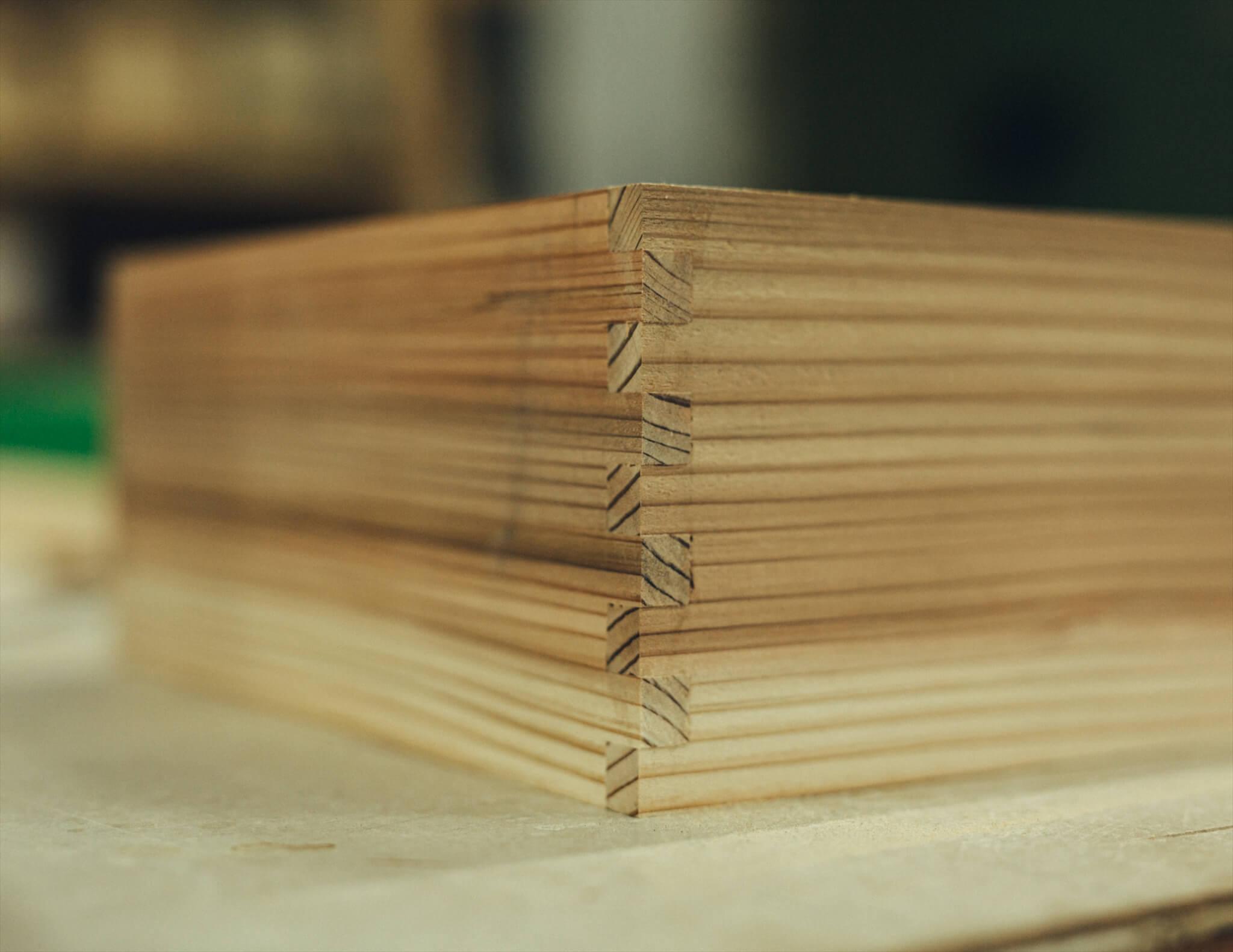 枡組のアップ。木箱の角