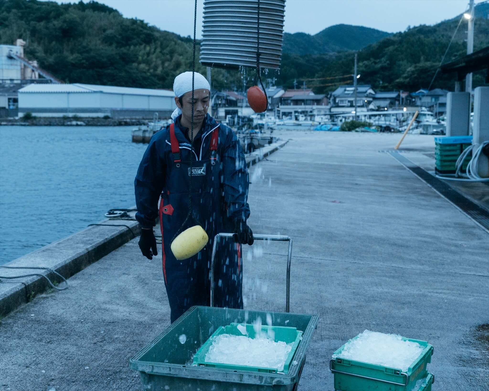 阿武町の定置網漁の出港前準備