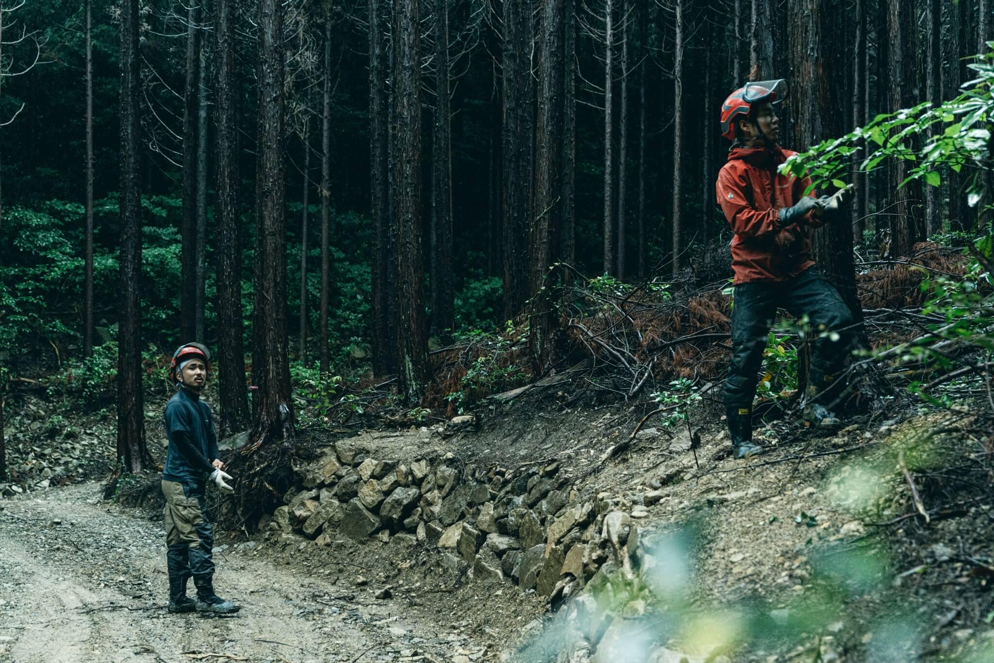 阿武町で自伐型林業の研修生をサポートする先輩たち