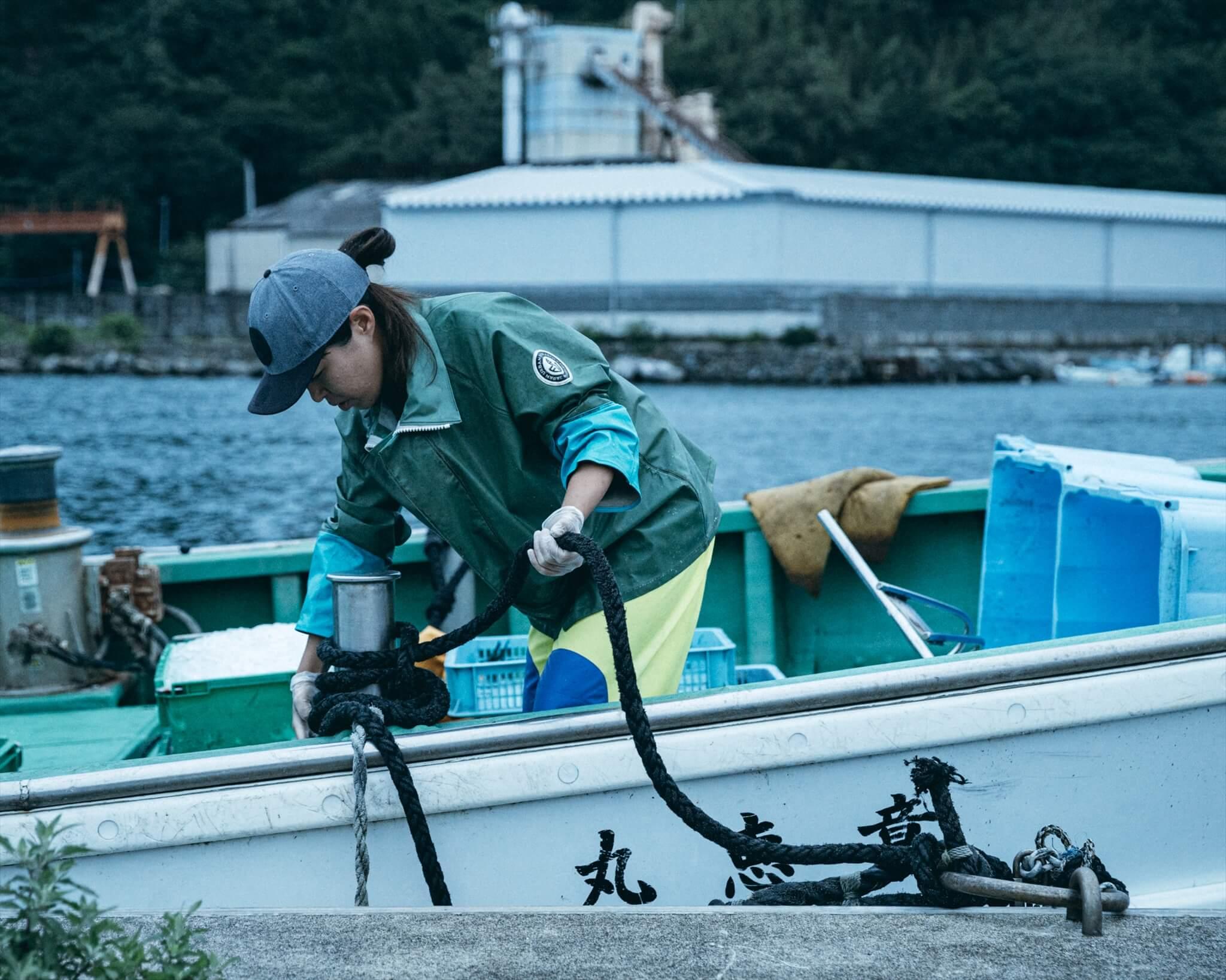 阿武町の漁業分野の地域おこし協力隊として活動する宮川直子さん。漁師のもとで修行しつつ、魚の高付加価値化などに向けて奮闘中