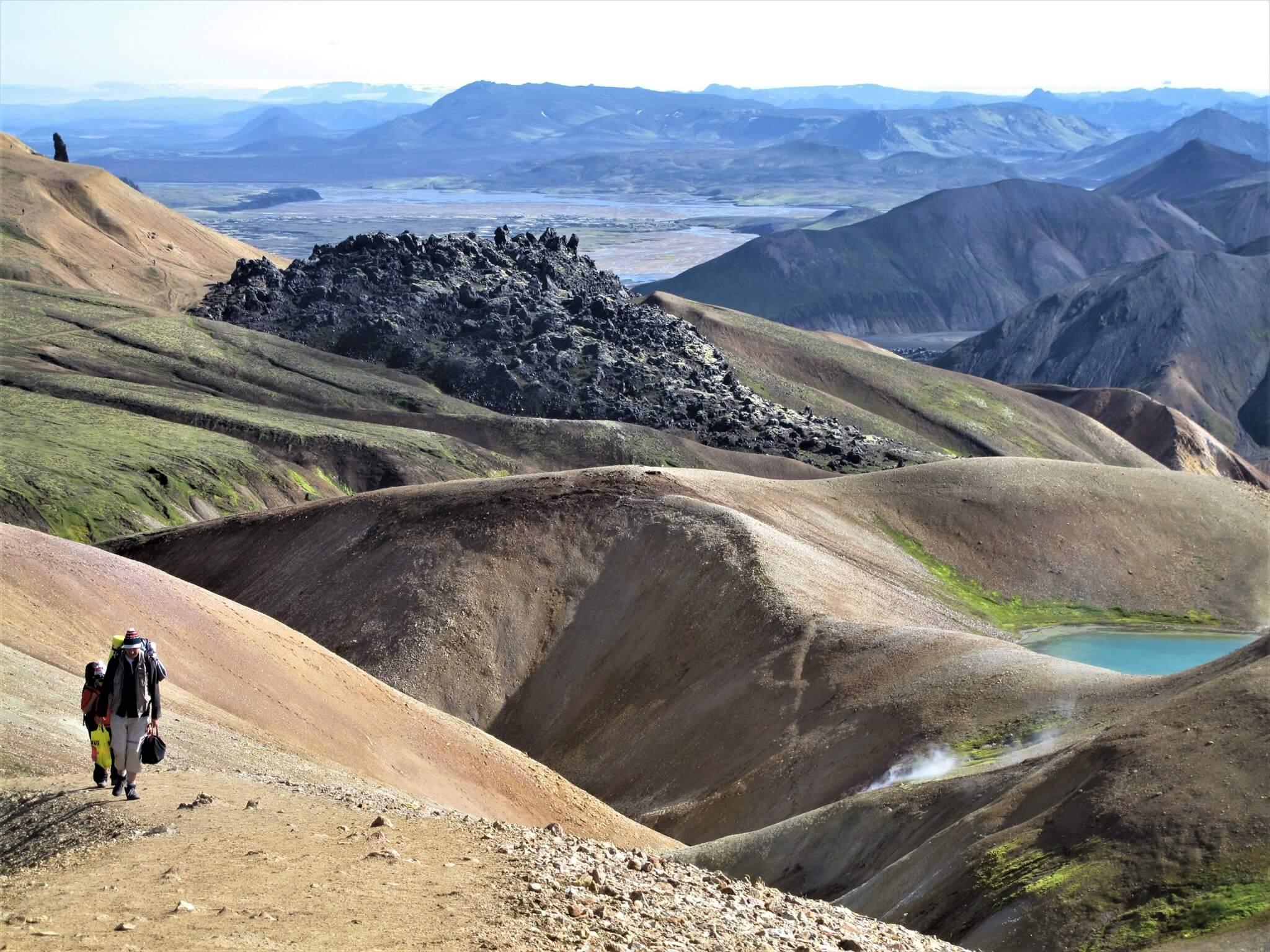 アイスランドの「ロイガヴェーグルトレイル」にある砂礫と溶岩の山。