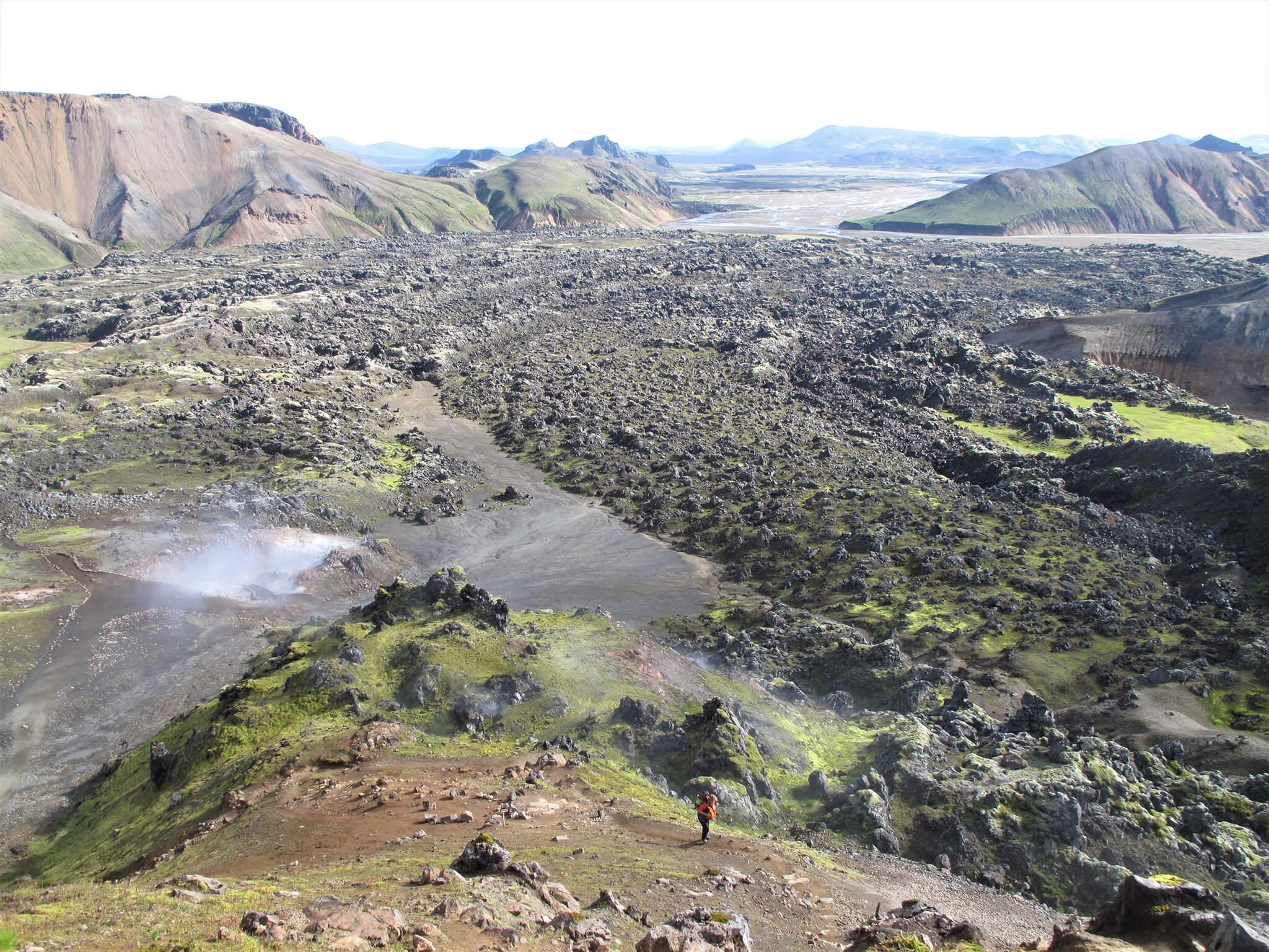 アイスランドの「ロイガヴェーグルトレイル」に見られる大地