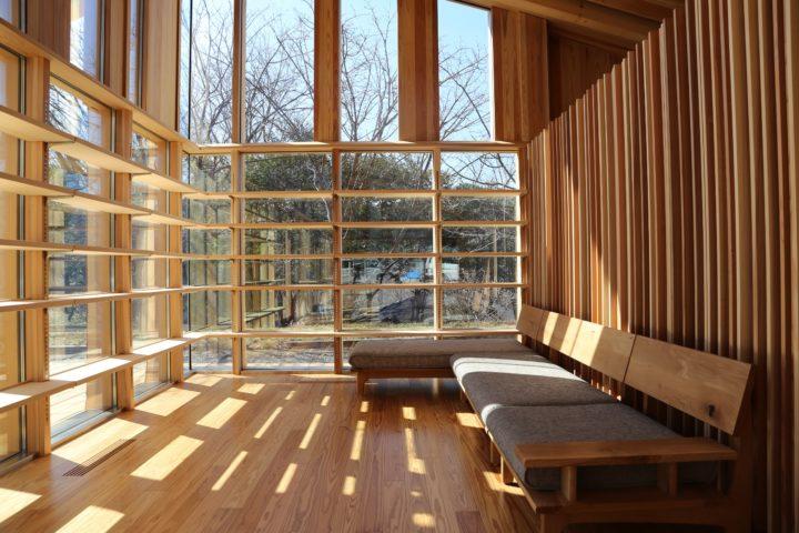 岐阜県にできた森林総合教育センターである「morinos」の内観
