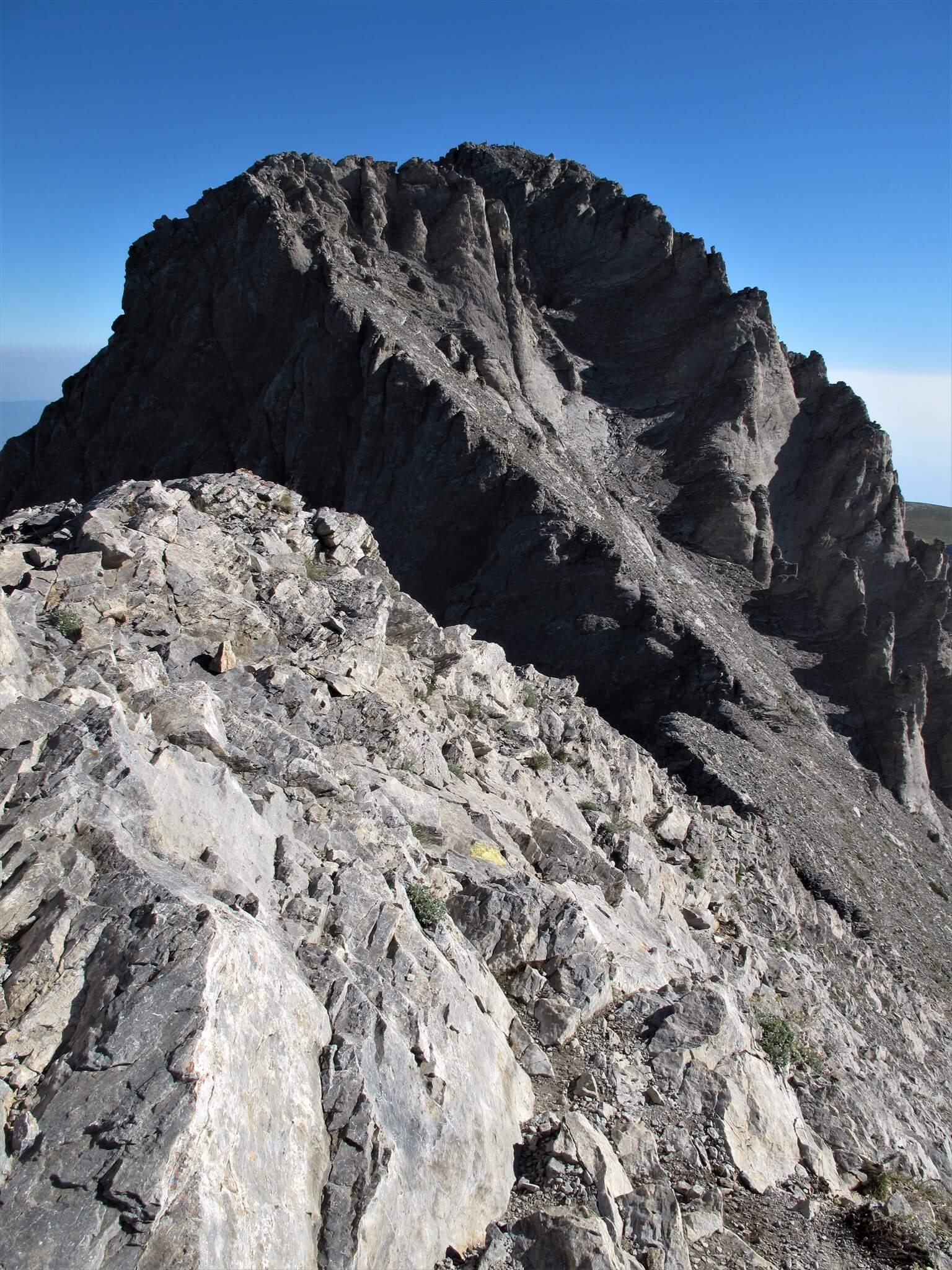 山頂のミティカス峰が間近に